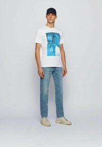 BOSS - TNOAH 1 - Print T-shirt - natural - 1