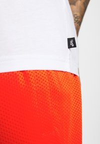 Nike SB - TEE ESSENTIALS UNISEX - T-shirt basique - white - 5