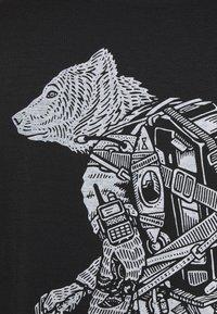 Icebreaker - TECH LITE CREWE FOREVER - T-shirt imprimé - black - 2