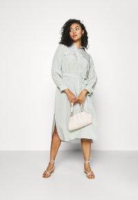 Forever New Curve - CARLIE CURVE MIDI SHIRT DRESS - Shirt dress - soft sage - 1