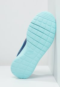 Nike Sportswear - ROSHE ONE - Baskets basses - insignia blue/copa/vivid pink - 4