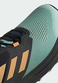 adidas Performance - TERREX TWO FLOW TRAILRUNNING-SCHUH - Løpesko for mark - green - 7
