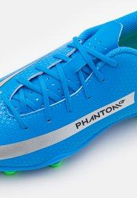 Nike Performance - JR PHANTOM GT CLUB FG/MG UNISEX - Moulded stud football boots - photo blue/metallic silver/rage green - 5