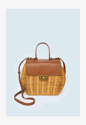 XANDRA - Shopping bag - marrón tan