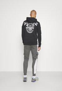 CLOSURE London - TECH UTILITY - Teplákové kalhoty - charcoal - 2