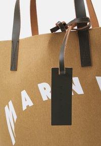 Marni - SHOPPING BAG - Velká kabelka - cement/natural white/thyme - 3