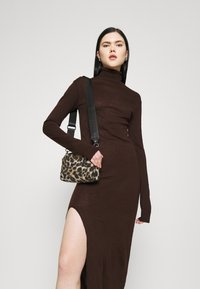 KENDALL + KYLIE - MAXI DRESS - Jumper dress - brown - 4