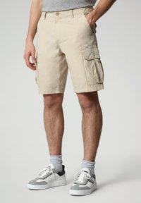 Napapijri - N-ICE CARGO - Shorts - natural beige - 0