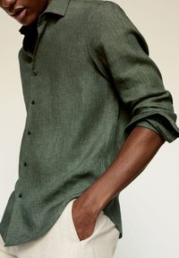 Mango - REGULAR FIT - Camicia - green - 4