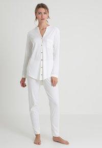Hanro - PURE ESSENCE SET - Pyjama set - off white - 0