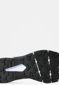 The North Face - EXPLORIS FUTURELIGHT - Chaussures de marche - tnf white tnf black - 6