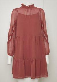 Vero Moda Petite - VMINGEBORG SHORT DRESS - Hverdagskjoler - marsala - 6