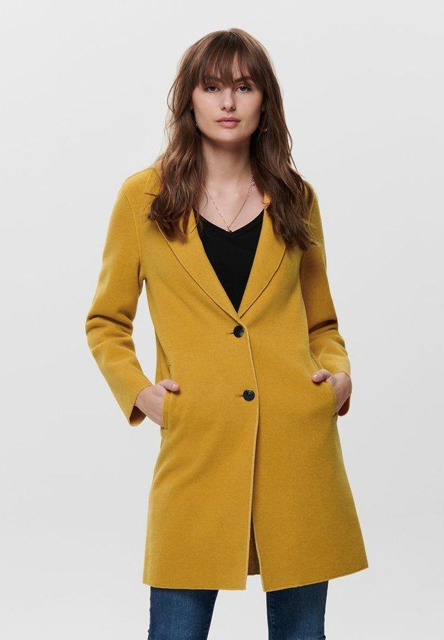 ONLCARRIE BONDED - Abrigo clásico - golden yellow
