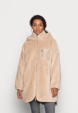 ONLSASCHA JACKET - Winter coat - cuban sand