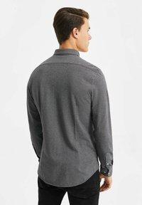 WE Fashion - SLIM FIT - Camicia - black - 2