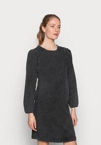 MAMALICIOUS - MLCOSBY DRESS - Denimové šaty - black denim - 0