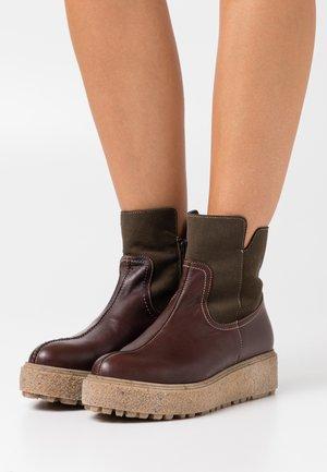 Platform ankle boots - vino