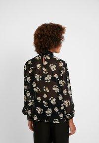 Pieces - PCAMALIE - Bluser - black/small flower - 2