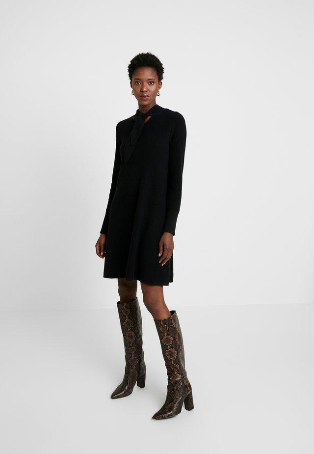 SKIN TIE - Vestido de punto - black