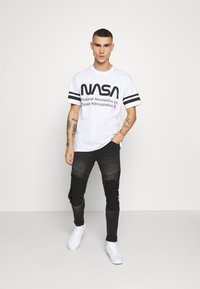 Only & Sons - ONSNASA STRIPE TEE - T-shirt con stampa - white - 1