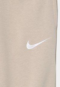 Nike Sportswear - Jogginghose - desert sand/white - 2