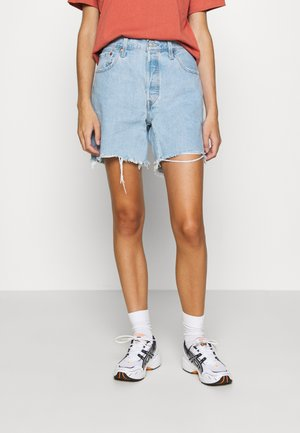 501® MID THIGH - Shorts di jeans - light blue denim