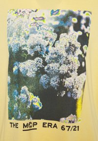 Marc O'Polo - SHORT SLEEVE - Print T-shirt - yellow - 2