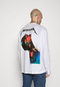 Revival Tee - METALLICA LONG SLEEVE - Long sleeved top - white - 2