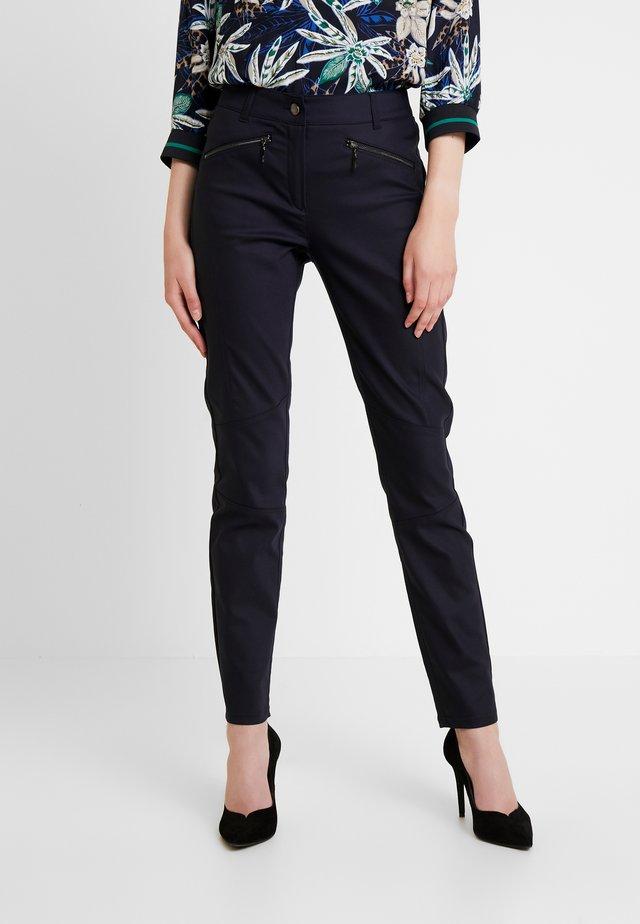 Pantaloni - tinte
