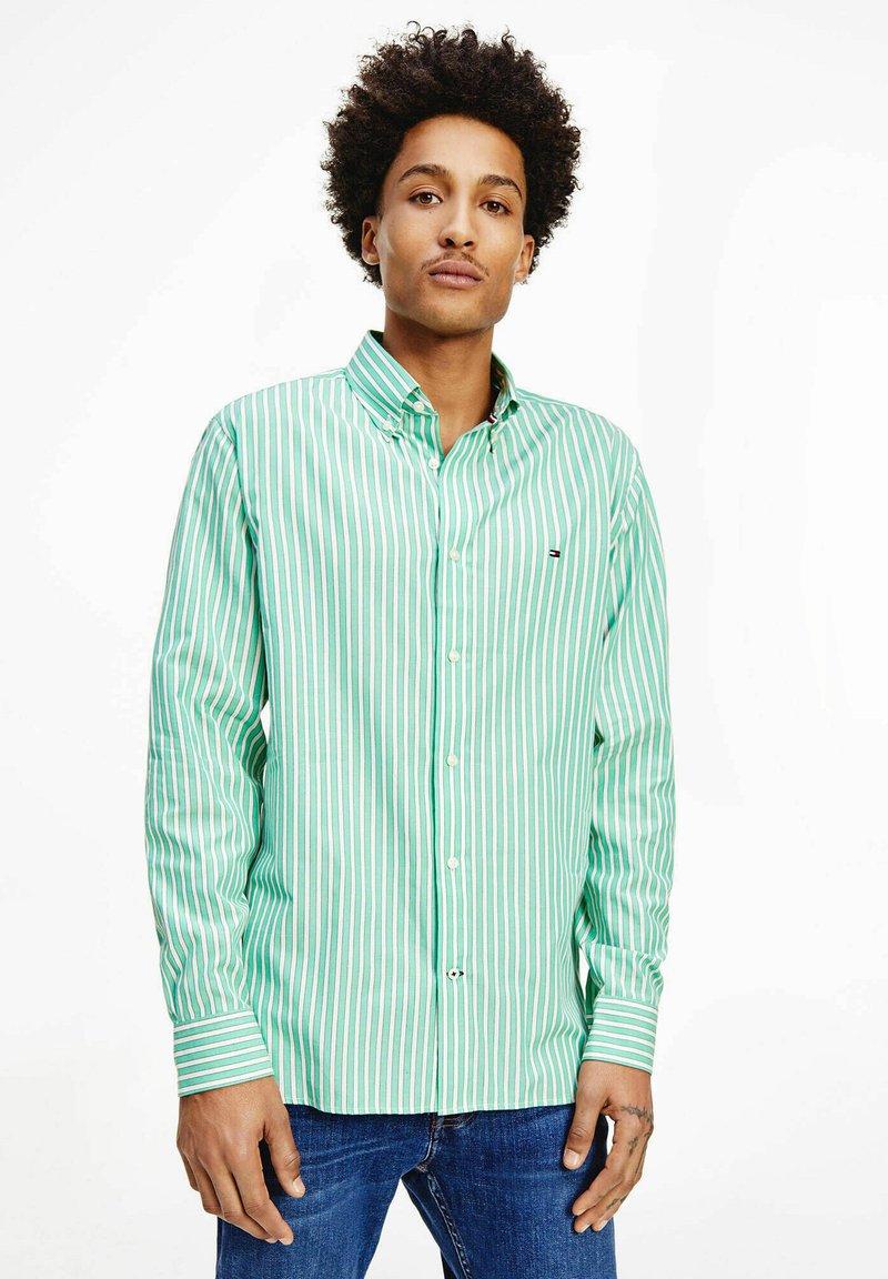 Tommy Hilfiger - BOLD STRIPE REGULAR FIT - Shirt - grün
