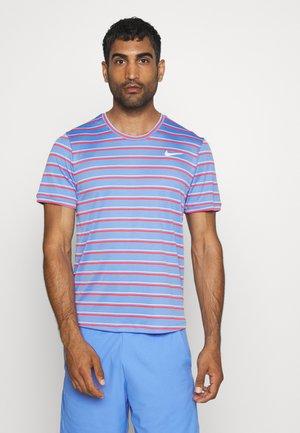 DRY TEAM - Print T-shirt - royal pulse/white