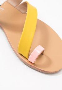 Madden Girl - AUTUMN - T-bar sandals - black/white - 2