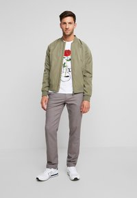 Tommy Hilfiger - DENTON LOOK - Pantalones chinos - grey - 1