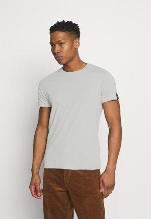 SHORT SLEEVE - Basic T-shirt - cold grey