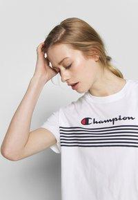 Champion - CREWNECK - T-shirts med print - white - 3