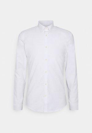 OXFORD SUPERFLEX SHIRT - Vapaa-ajan kauluspaita - white