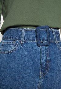 Noisy May - NMISABEL BELT MOM  - Jeans relaxed fit - medium blue denim - 4