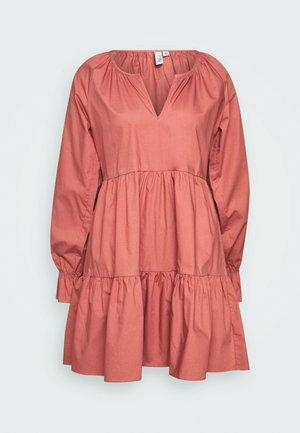 VOLUME DRESS - Denní šaty - pink