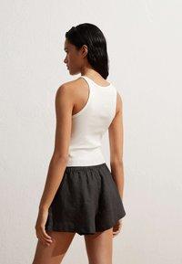 OYSHO - Shorts - black - 3
