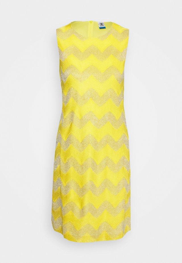 ABITO SENZA MANICHE - Strikket kjole - yellow