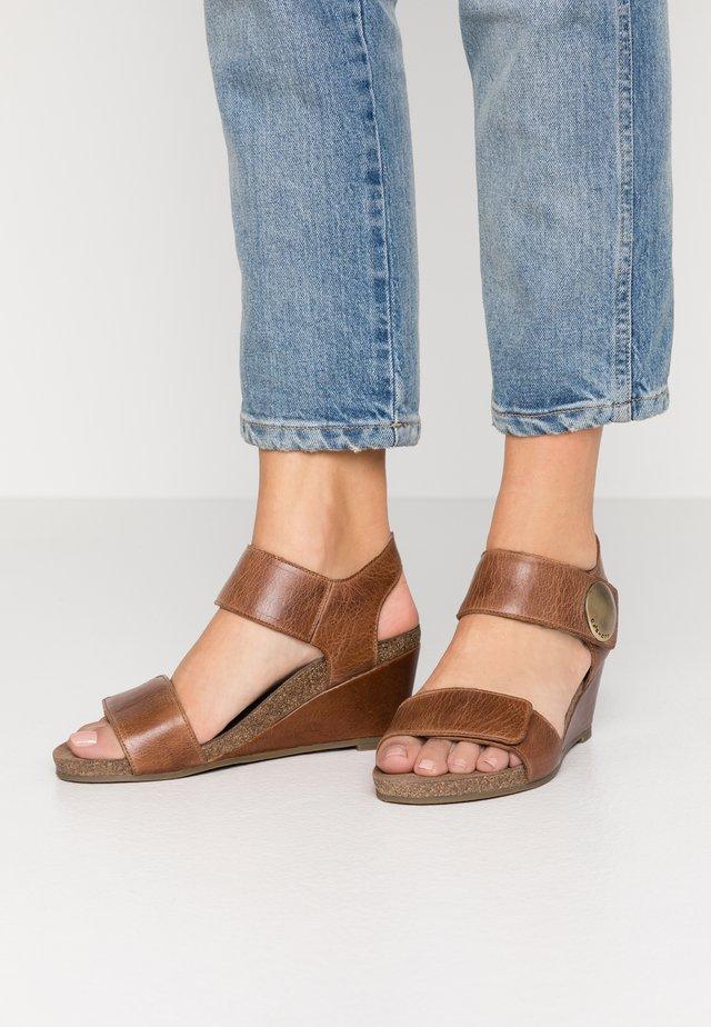 Sandales compensées - camel west