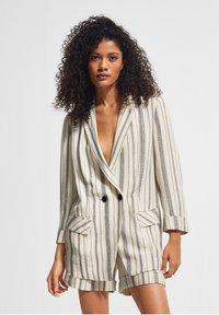 comma casual identity - RETRO - Short coat - white woven stripes - 5
