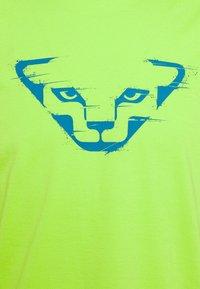 Dynafit - GRAPHIC TEE - T-shirt z nadrukiem - lambo green - 2