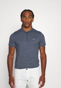 Hollister Co. - HENLEY 3 PACK - Basic T-shirt - white/navy/black - 3