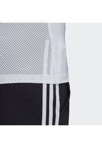 adidas Performance - DESIGN 2 MOVE LOGO TEE - Camiseta estampada - white/black - 6