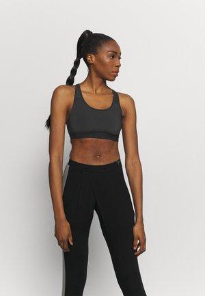 MOVE ME BRA - Light support sports bra - black