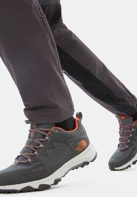 The North Face - M ULTRA FASTPACK IV FUTURELIGHT - Hikingskor - zinc grey/persian orange - 0