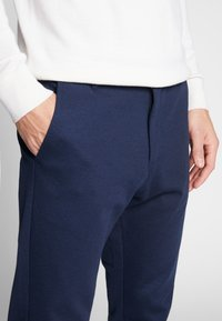 Lindbergh - Trousers - navy mix - 4