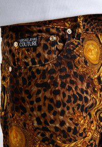 Versace Jeans Couture - PANTALONI UOMO - Tygbyxor - gold - 5