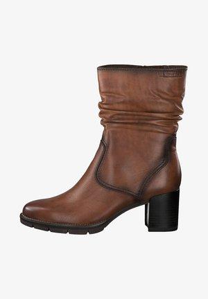 Kotníkové boty - cognac       #